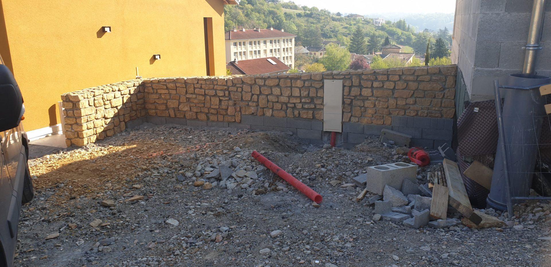mur en pierres espace commu noethic